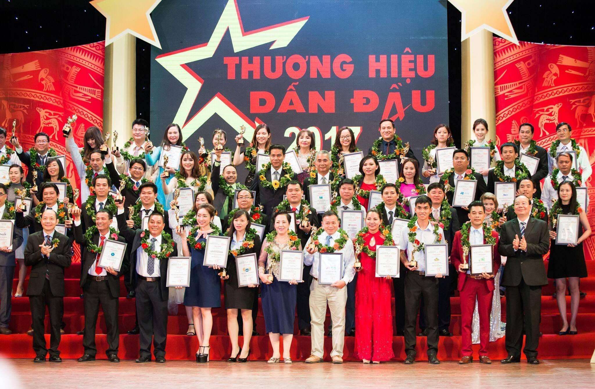 Công ty  Minh Quang Đại Thành Top 10 thương hiệu dẫn đầu năm 2017